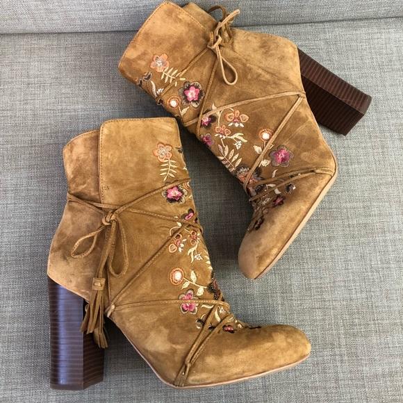 59ec8d2ea Sam Edelman Winnie embroidered ankle boot. M 5b9ea6392e14789e0b1dafeb